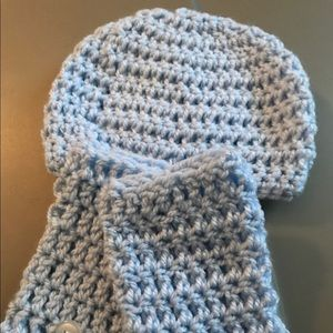 Crocheted baby hat and leggings
